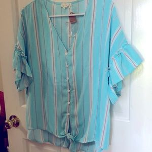 Ladies blouse size S fits big
